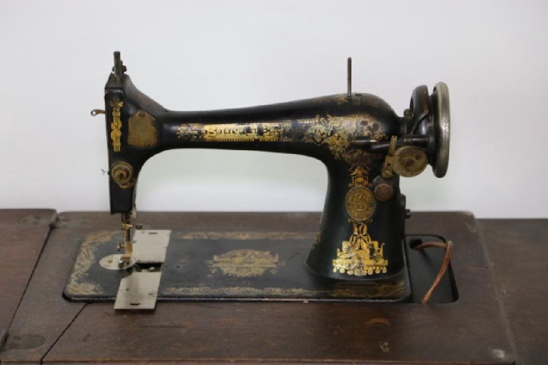 SINGER ANTIQUE SEWING MACHINE & CABINET - 3
