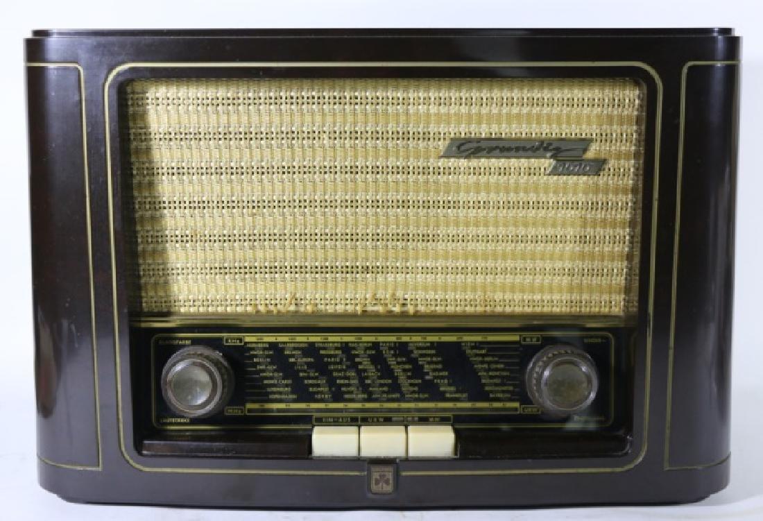 GRUNDIG TYPE 1010 VINTAGE RADIO