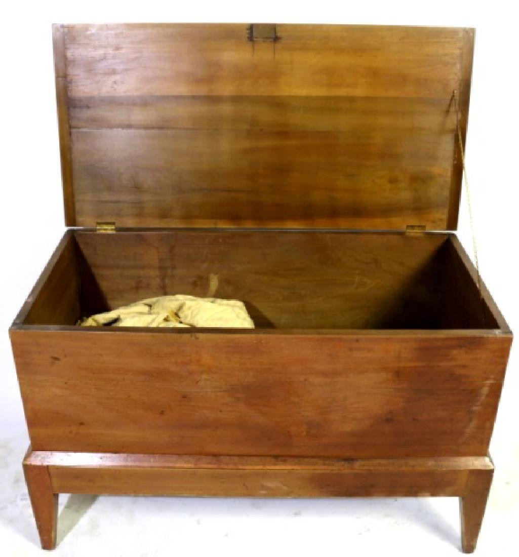 AMERICAN SOUTHERN  BLANKET CHEST ON FRAME - 3