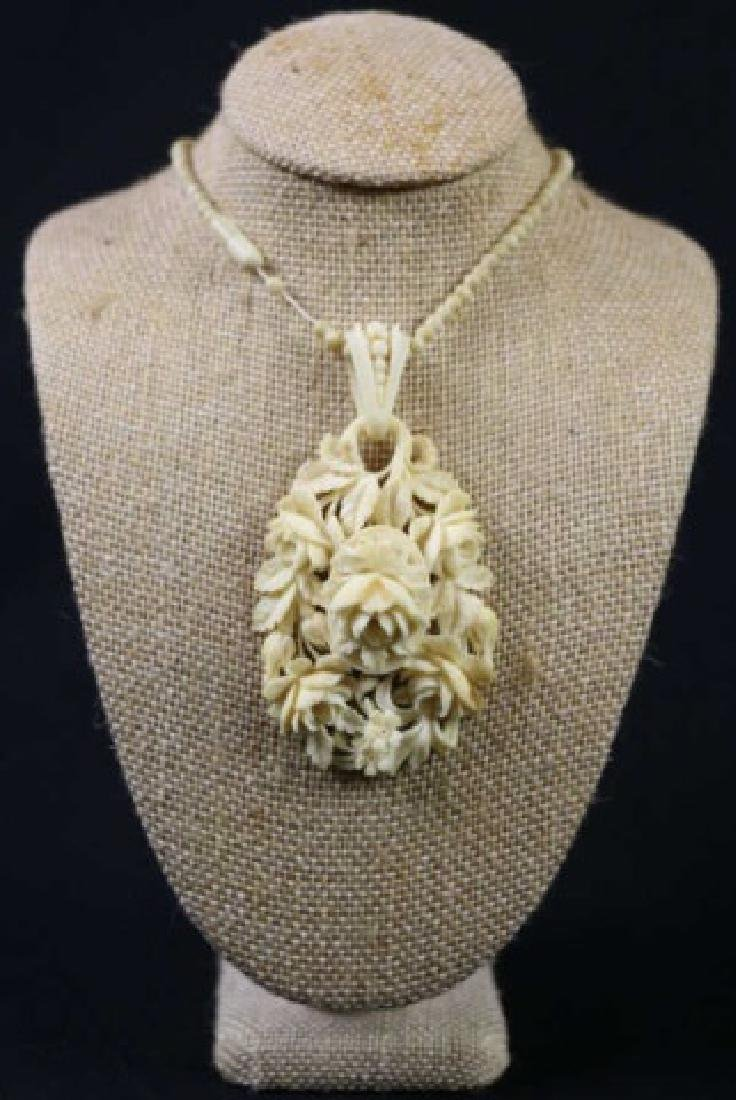 CHINESE ANTIQUE ROSE CARVED PENDANT NECKLACE
