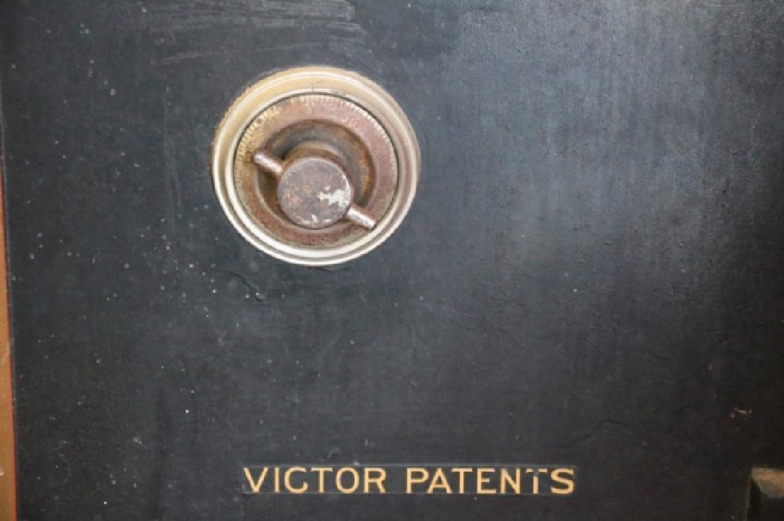 THE VICTOR SAFE & LOCK CO. CINN. OH. ANTIQUE SAFE - 4