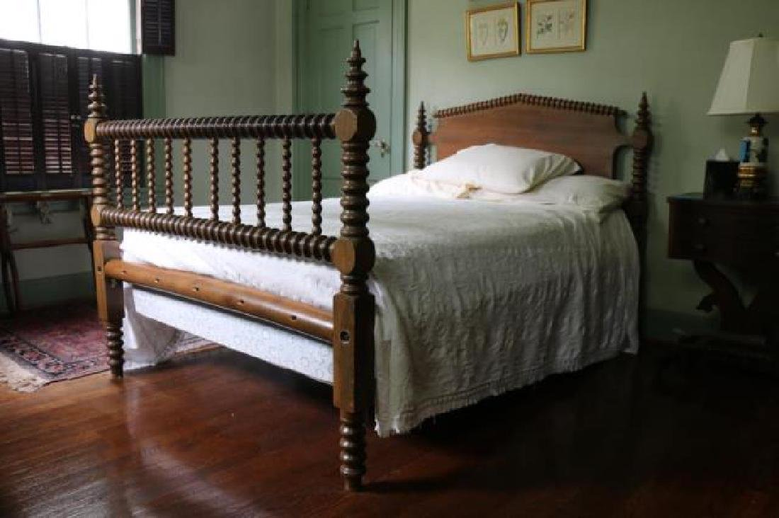 AMERCIAN SOUTHERN WALNUT ANTIQUE SPINDLE ROPE BED