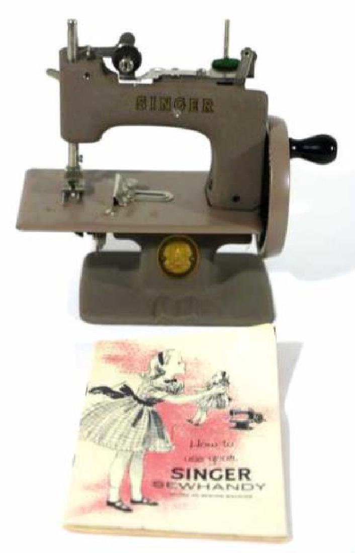"""SINGER """"SEWHANDY"""" VINTAGE CHILDS SEWING MACHINE - 2"""