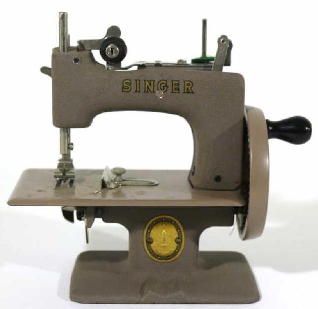 """SINGER """"SEWHANDY"""" VINTAGE CHILDS SEWING MACHINE - 3"""