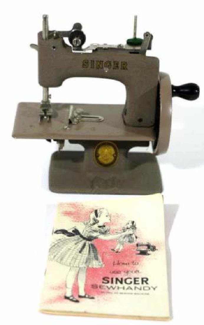 """SINGER """"SEWHANDY"""" VINTAGE CHILDS SEWING MACHINE - 4"""