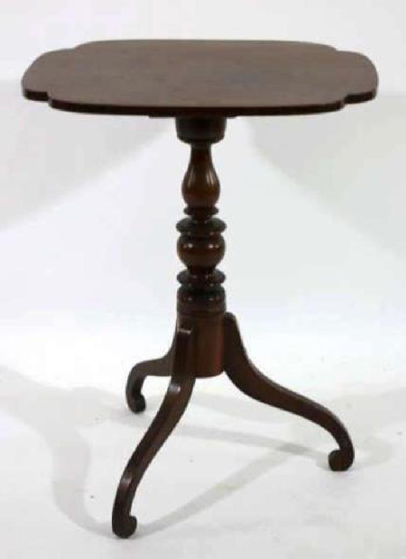AMERICAN ANTIQUE TRIPOD TABLE