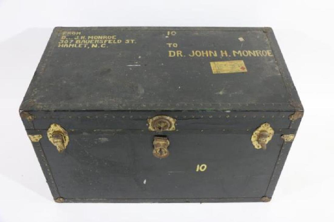 DR JOHN MONROE NAIL-TRIMMED LEATHER FOOTMANS TRUNK - 3