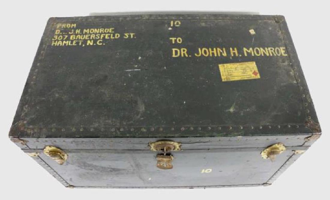 DR JOHN MONROE NAIL-TRIMMED LEATHER FOOTMANS TRUNK - 4