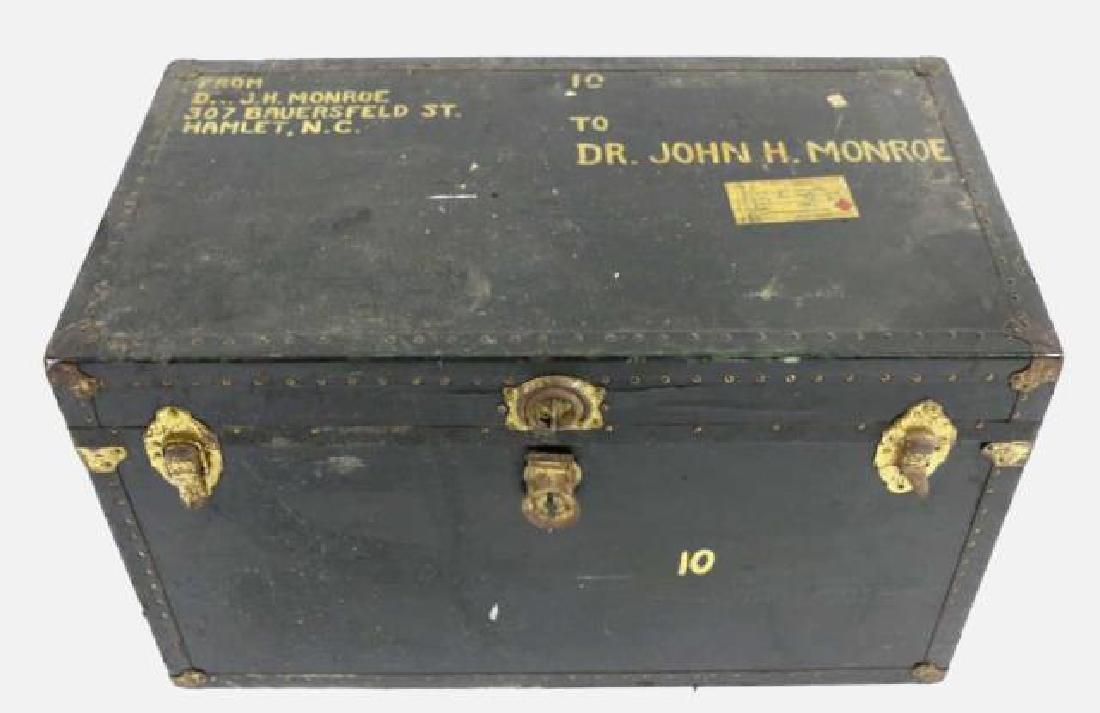 DR JOHN MONROE NAIL-TRIMMED LEATHER FOOTMANS TRUNK - 6