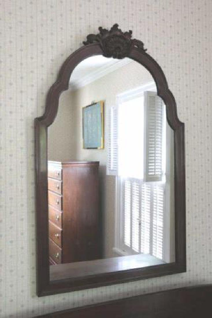 AMERICAN ANTIQUE MAHOGANY CRESTED MIRROR