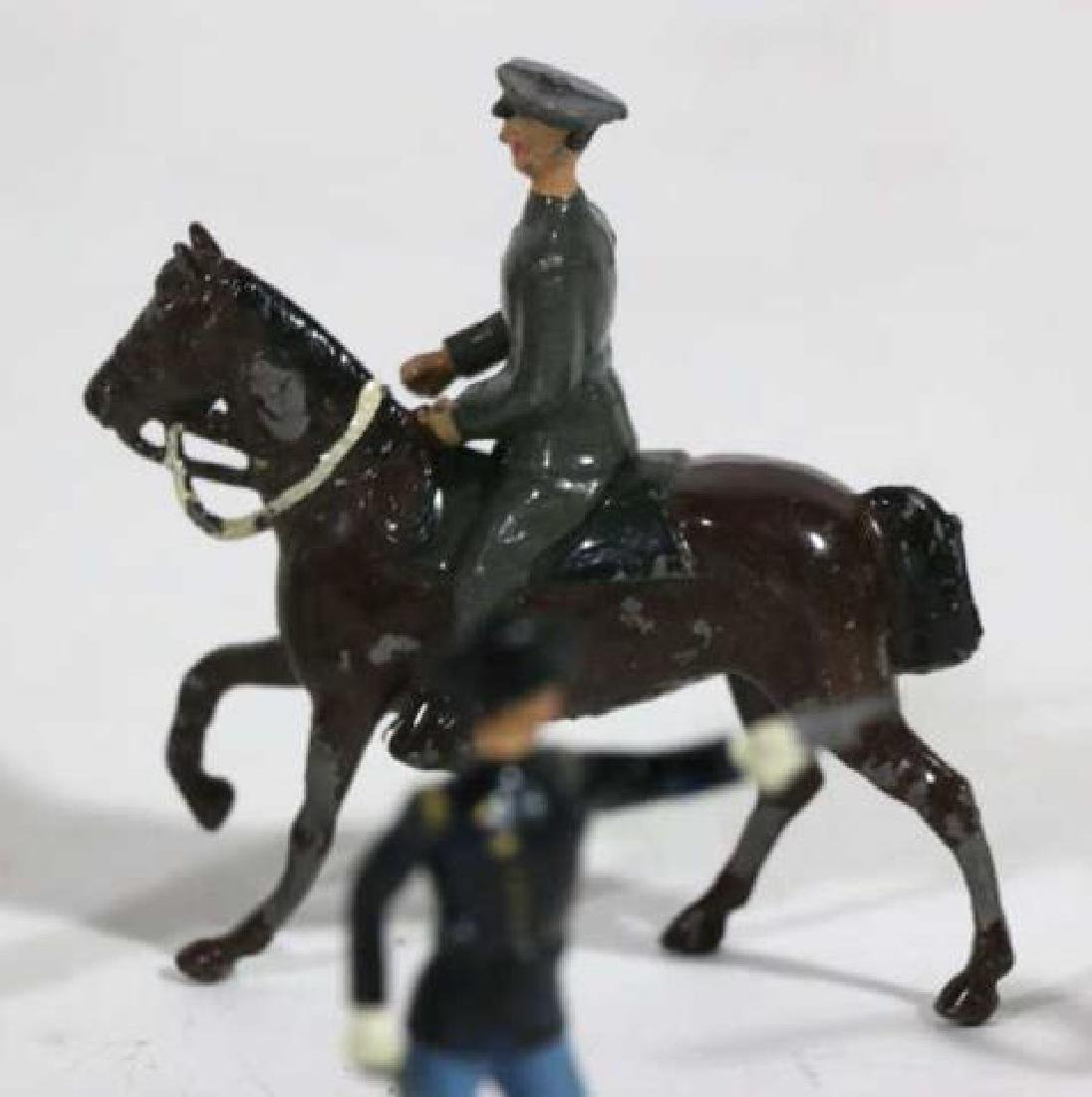 ANTIQUE LEAD TOY SOLDIER GROUPING - 5