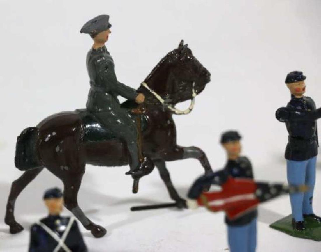 ANTIQUE LEAD TOY SOLDIER GROUPING - 8