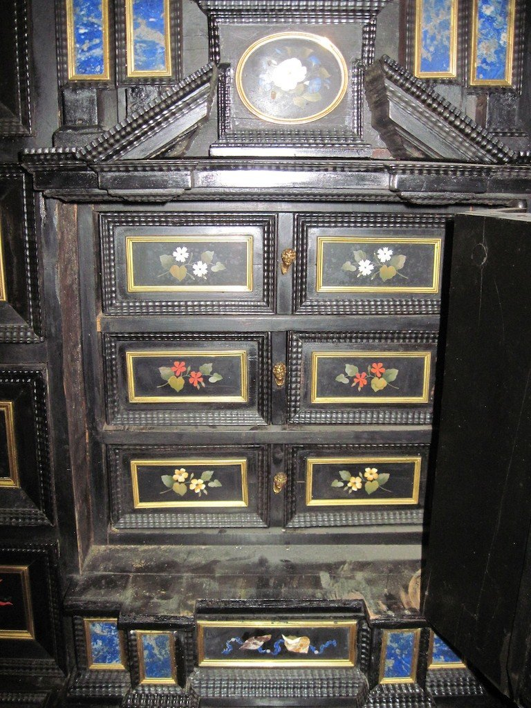 VERY FINE EARLY ITALIAN VARGUENO CABINET ON STAND: