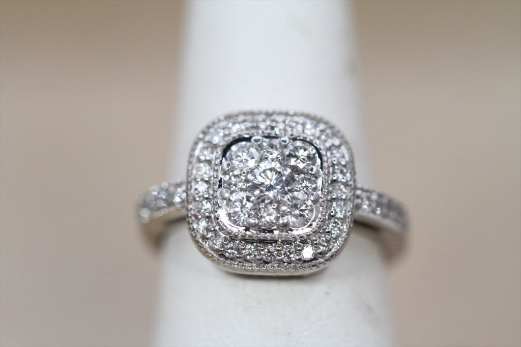 1 CARAT/14KTWG DIAMOND CLUSTER FASHION RING: