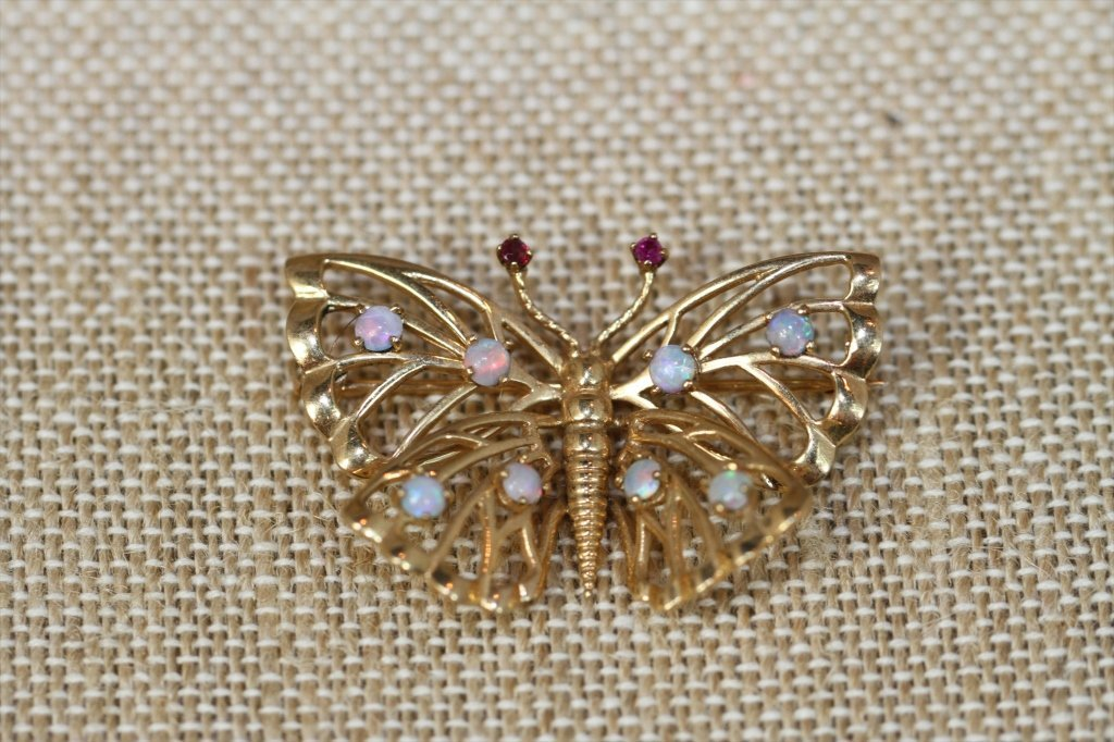 14KTYG BUTTERFLY PIN WITH OPALS:
