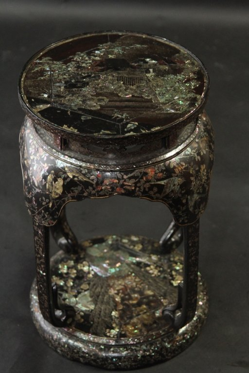 CHINESE VERY FINE MOP INLAID PAPER MACHE SEAT: