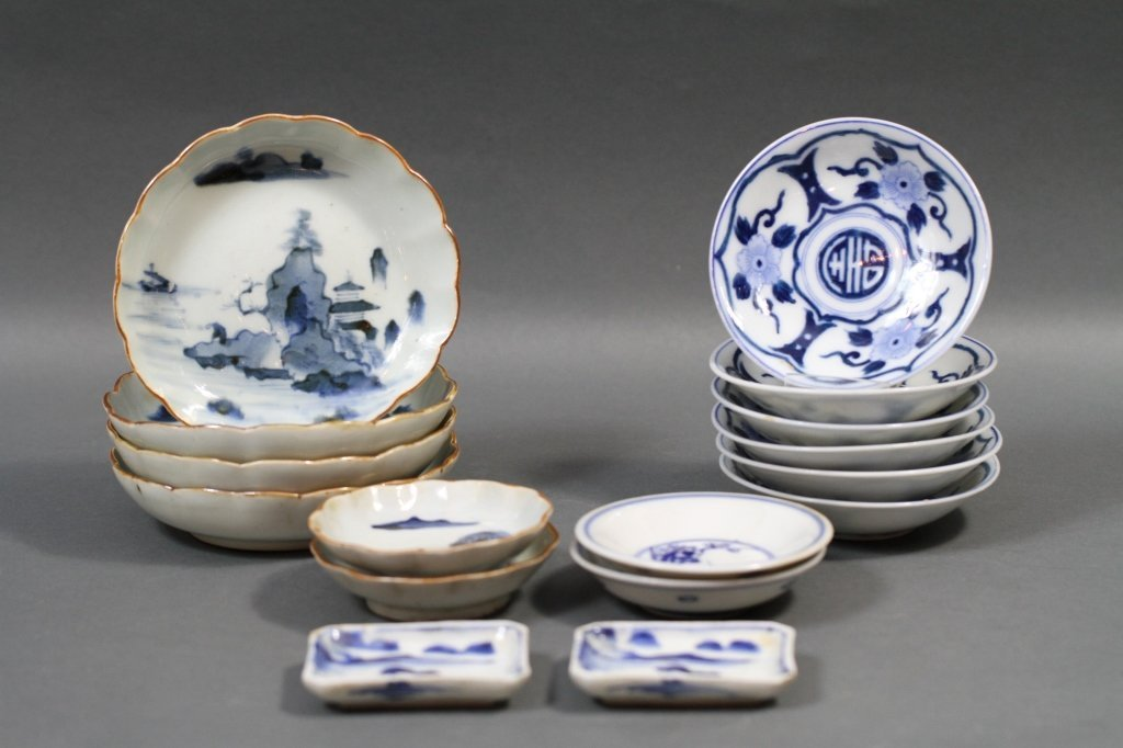 CHINESE BLUE & WHITE PLATES AND FINGER BOWLS: