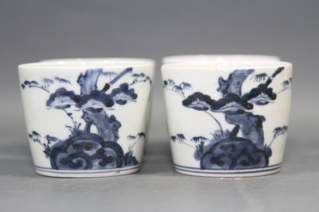 CHINESE BLUE AND WHITE BOWL SET OF FOUR: