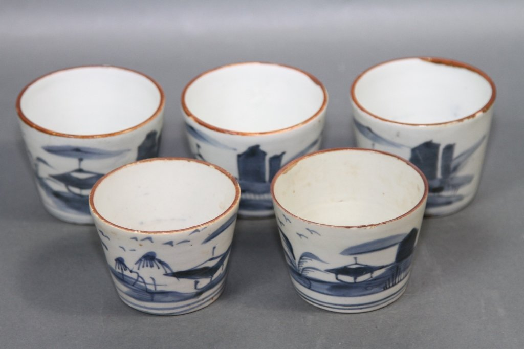 CHINESE BLUE AND WHITE SET OF FIVE BOWLS:
