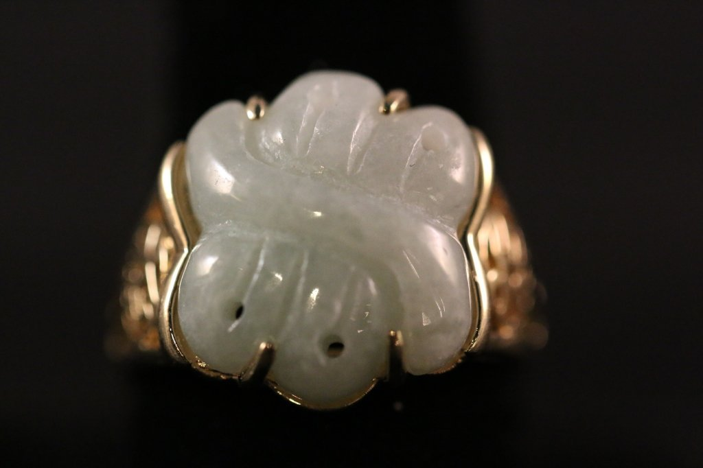 CHINESE ANTIQUE VERY FINE CARVED JADE 14KYG RING