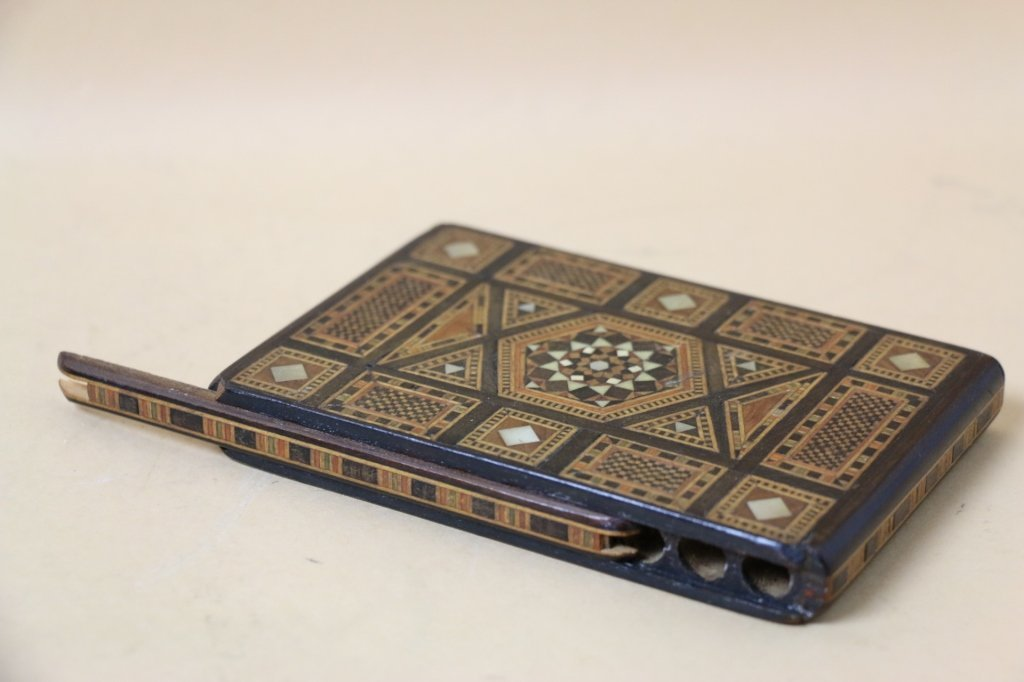 FINELY INLAID CIGARETTE DISPENSER OR SMOKING BOX