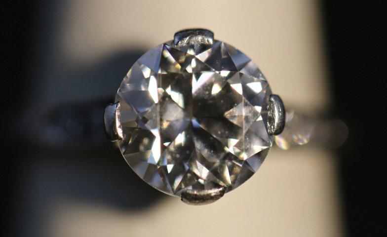 ART DECO STYLE 2.57 CARAT DIAMOND & PLATINUM RING