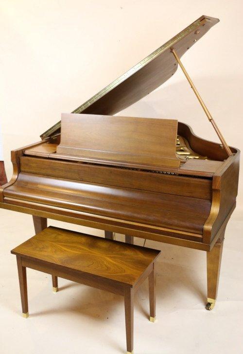 HOWARD / KAWAI BABY GRAND PIANO