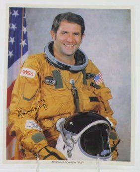 "Nasa ""richard H. Truly"" Signed Photograph"
