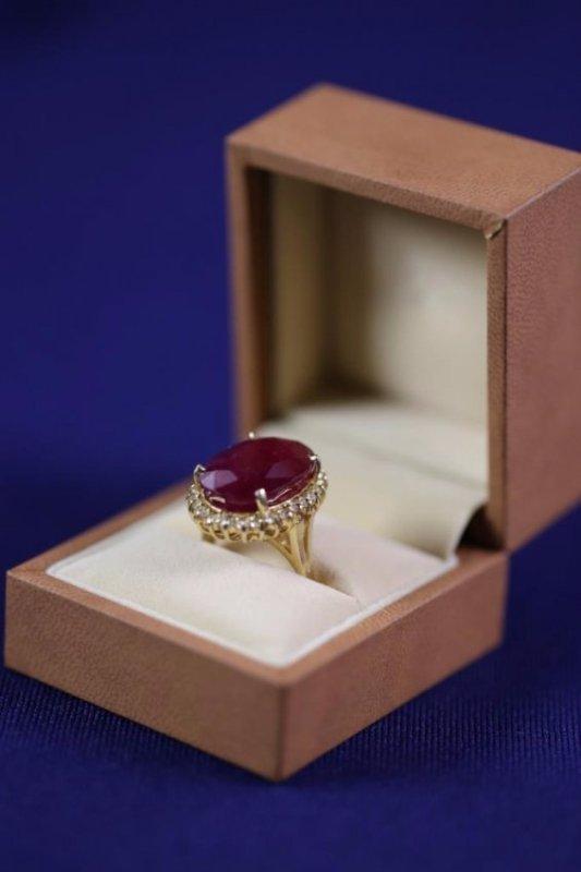 21.35 CARAT NATURAL RUBY & DIAMOND RING