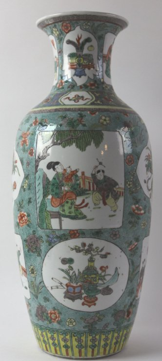 CHINESE ANTIQUE FAMILLE VERTE PORCELAIN VASE