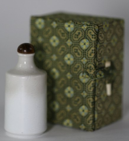 CHINESE ANTIQUE BLANC DE CHINE SNUFF BOTTLE