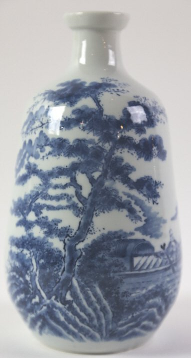 JAPANESE ANTIQUE BLUE AND WHITE SAKE VASE - 2