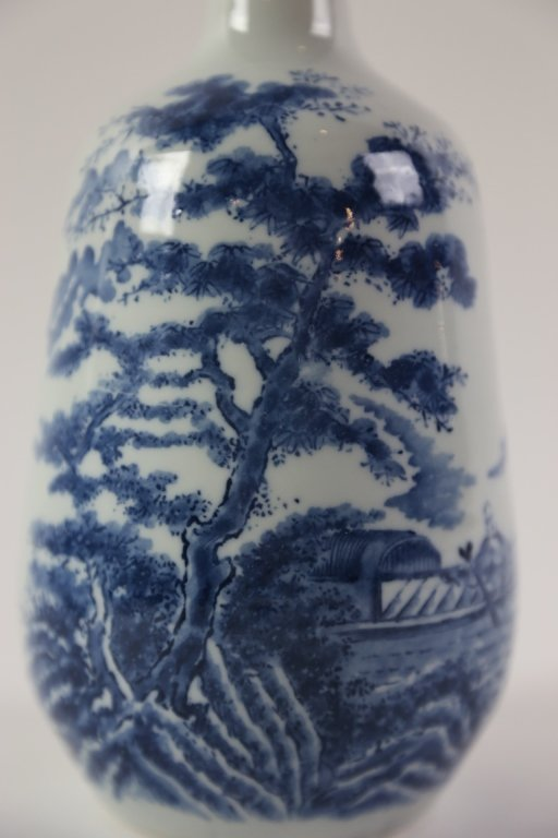 JAPANESE ANTIQUE BLUE AND WHITE SAKE VASE - 3