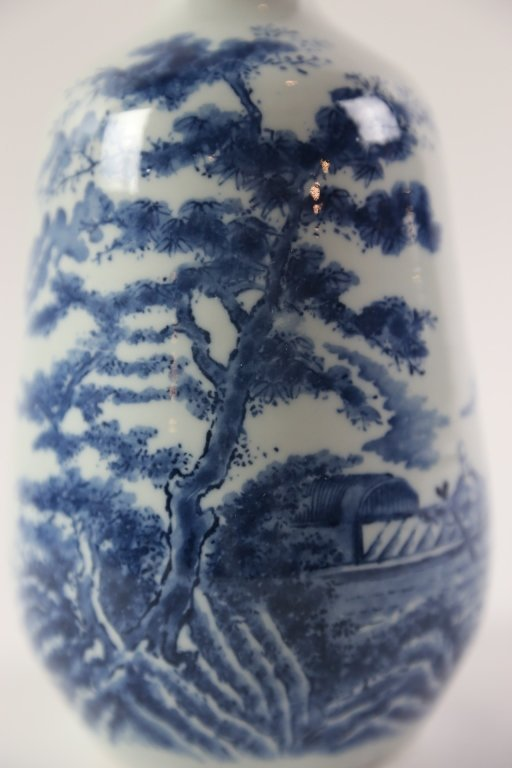 JAPANESE ANTIQUE BLUE AND WHITE SAKE VASE - 5