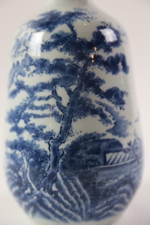 JAPANESE ANTIQUE BLUE AND WHITE SAKE VASE - 5
