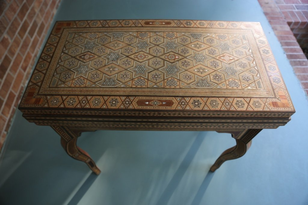 FINE ANTIQUE INLIAD MOROCCAN TRIPLE GAME TABLE - 6