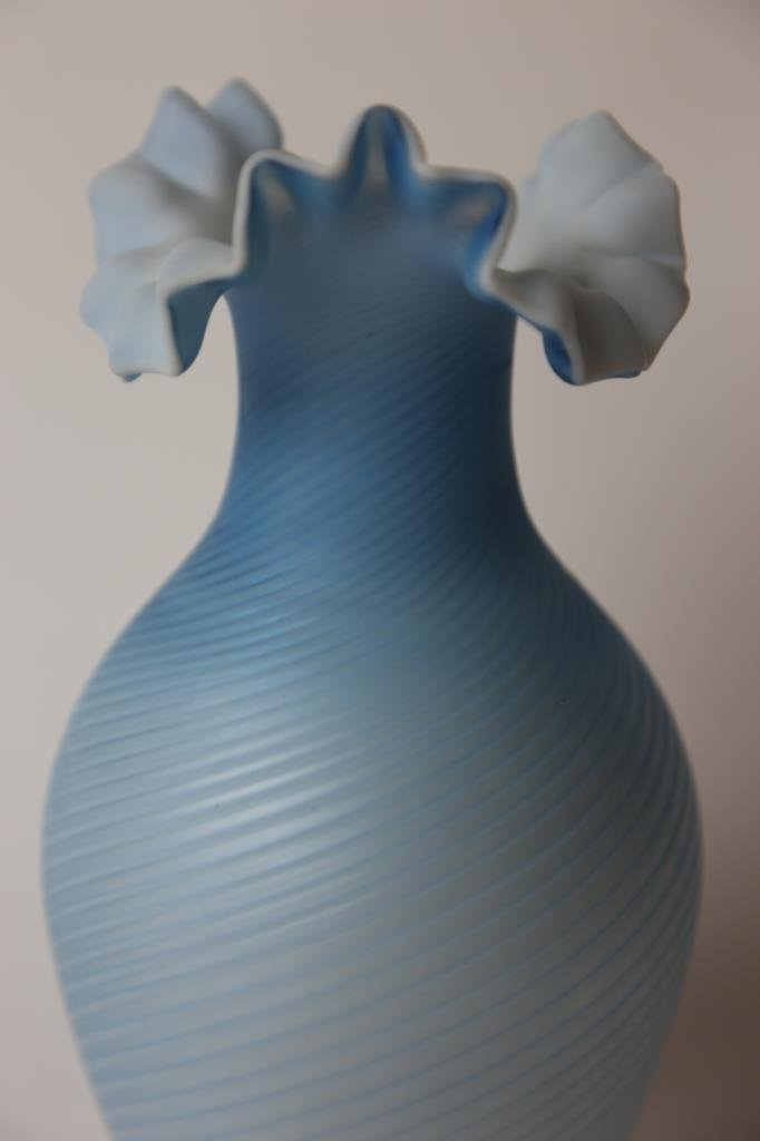ANTIQUE SATIN GLASS RUFFLED VASE - 3