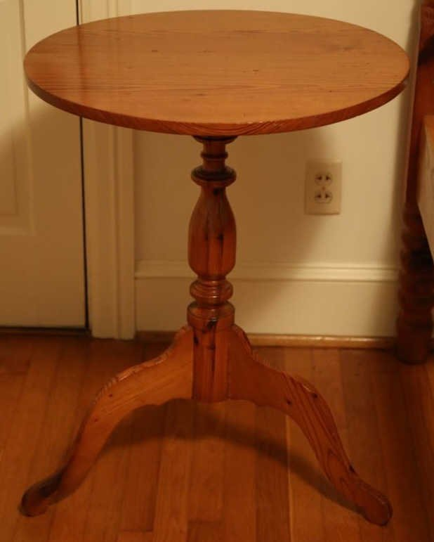 ANTIQUE SOUTHERN YELLOW PINE TILT TOP TABLE