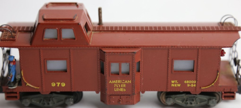 AMERICAN FLYER 979 ILLUMINATED LOOKOUT CABOOSE - 3