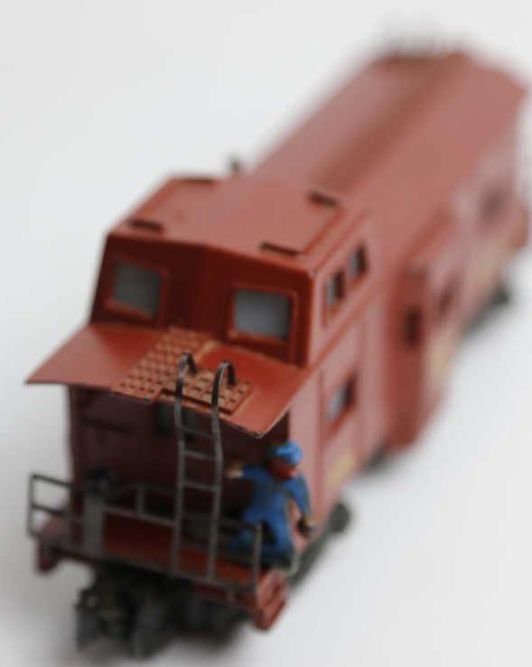 AMERICAN FLYER 979 ILLUMINATED LOOKOUT CABOOSE - 4