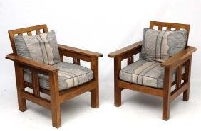 Arts and Crafts : a pair of early 20thC oak armchairs