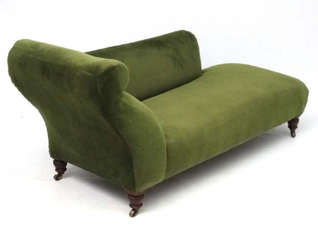 An early 20thC upholstered chaise longue. 29'' high x - 2