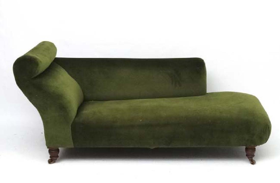 An early 20thC upholstered chaise longue. 29'' high x - 3