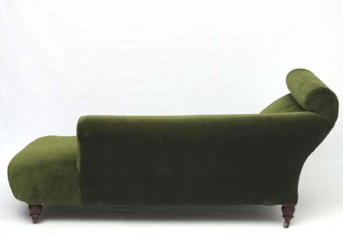 An early 20thC upholstered chaise longue. 29'' high x - 4
