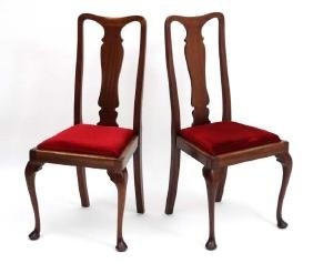 A pair of Edwardian Queen Anne style dining chairs with