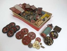 Toy: A large collection of vintage Meccano , to include