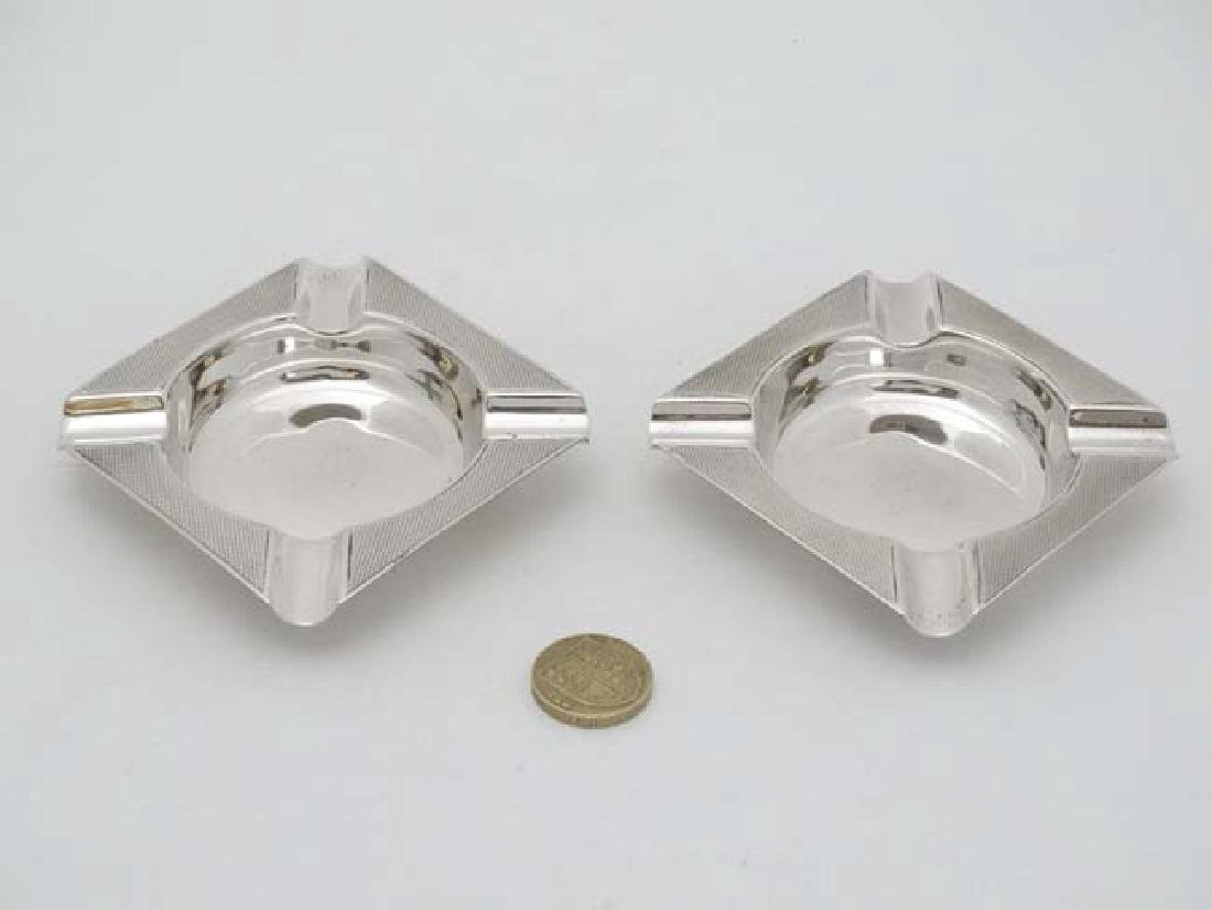 A pair of Art Deco silver ashtrays with engine turned - 3