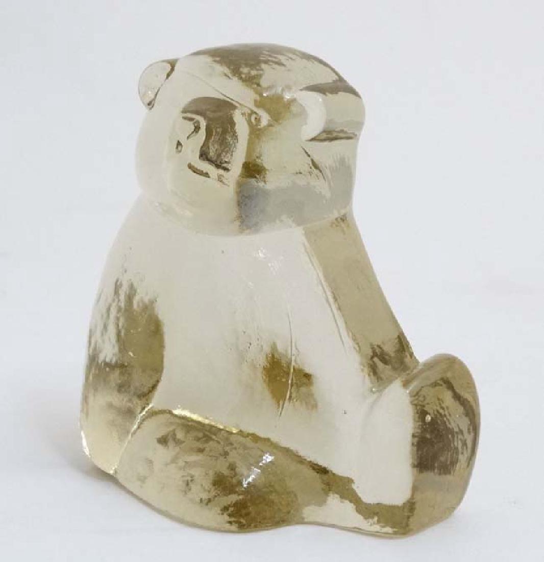 Scandinavian Art glass : A model of a seated polarbear