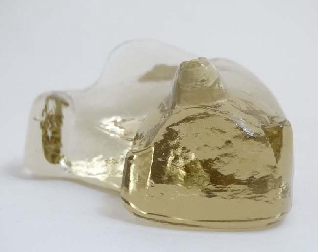 Scandinavian Art glass : A model of a seated polarbear - 2