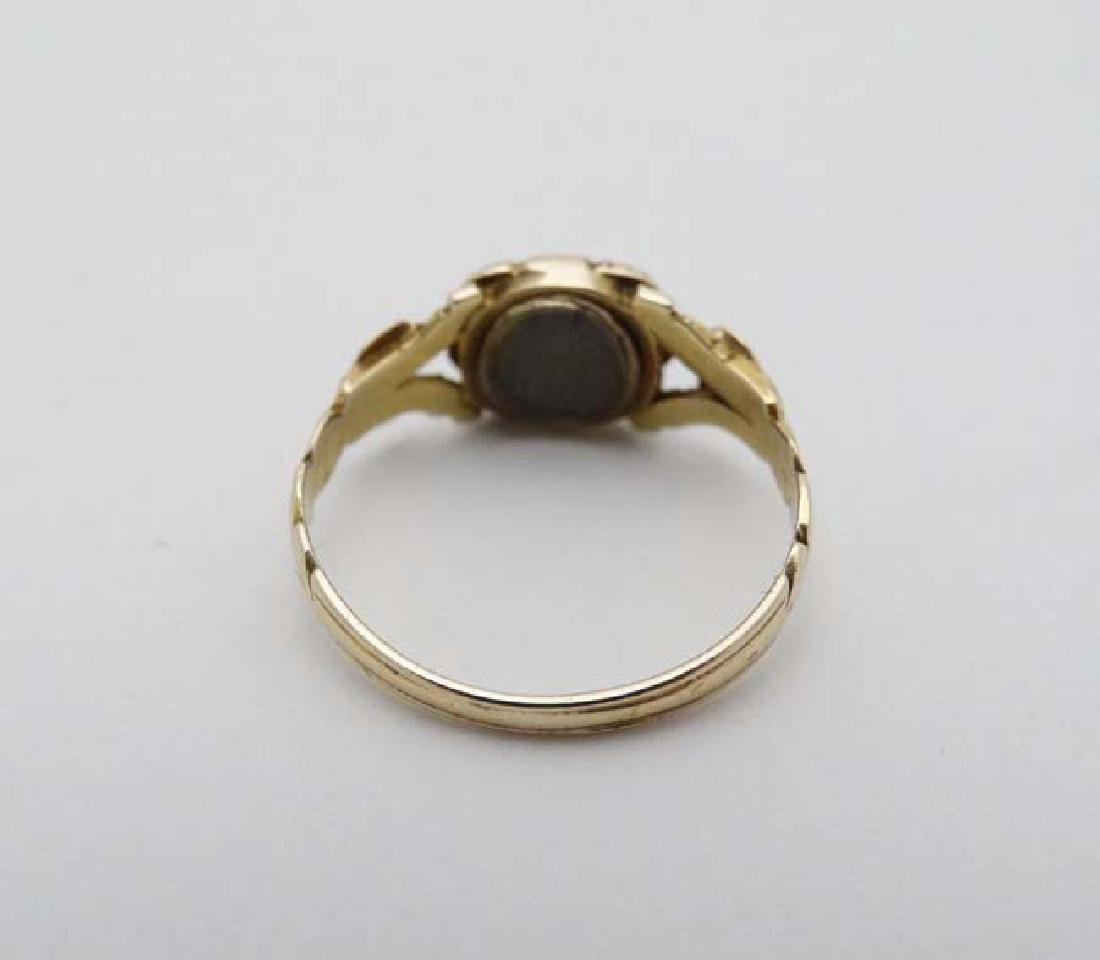 Mourning / Memorial jewellery : A 19thC yellow metal - 3